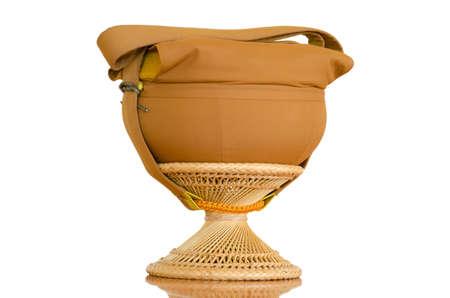 limosna: Cuenco de las limosnas del monje para almacenar alimentos Foto de archivo