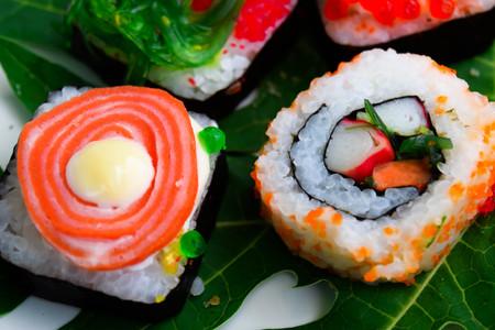 ryukyu: sushi roll ingredients rice,tuna,roe ryukyu