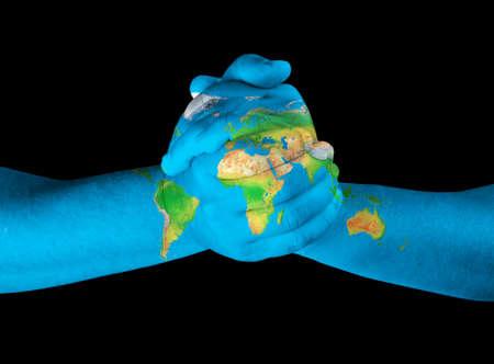 cartina africa: Mappa dipinto su mani mostrando concetto di avere il mondo nelle nostre mani Archivio Fotografico