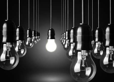 enchufe de luz: Concepto de la idea en el fondo negro