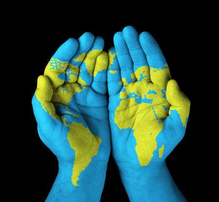 mundo manos: Mapa del mundo pintado en las manos Foto de archivo