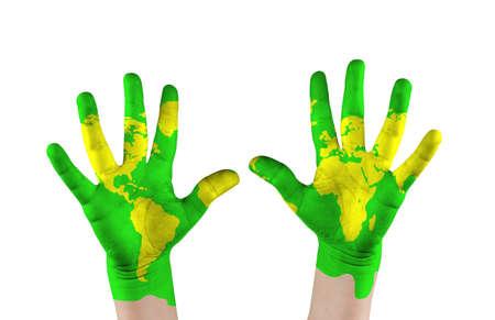 mundo manos: Mapa pintó s niño en las manos Concepto salvar el mundo