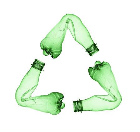 白で隔離される空使用されるプラスチック製のボトル
