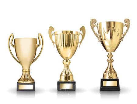 trofeo: tres tipos diferentes de trofeos de oro aislado en fondo blanco