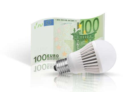 one hundred euro banknote: Un centenar de billetes en euros y la bombilla LED aislado sobre fondo blanco Foto de archivo