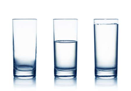 Leeg, half en vol water glazen geà ¯ soleerd op wit Stockfoto