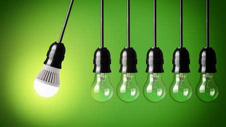 Perpetuum mobile mit LED-Lampe und einfache Glühbirnen Standard-Bild - 25466105