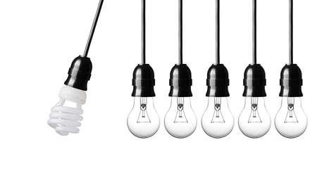 gravedad: El movimiento perpetuo con las bombillas aislados en blanco Foto de archivo