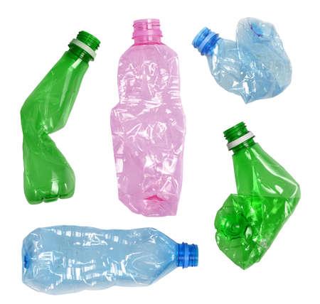 plastico pet: Botellas de plástico arrugadas usados ??aislados en blanco Foto de archivo