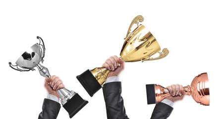 ganador: ganadores holding campe�n trofeos de oro, plata y bronce