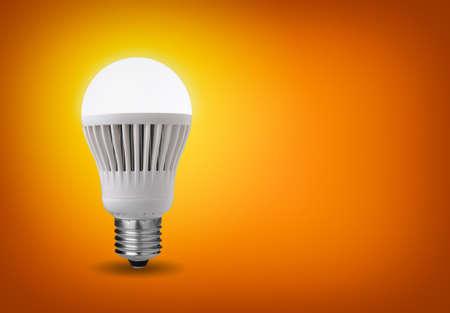 enchufe de luz: Concepto de la idea con brillantes llev� la bombilla