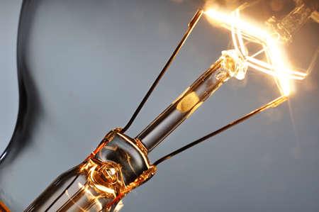 Close up glowing light bulb 版權商用圖片