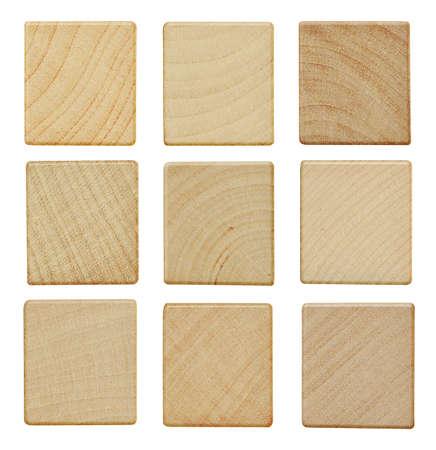 objetos cuadrados: Piezas en blanco del scrabble de madera aisladas sobre fondo blanco