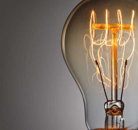 Close up glowing vintage light bulb Foto de archivo
