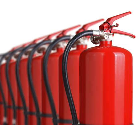hogueras: extintores cerca aisladas sobre fondo blanco Foto de archivo