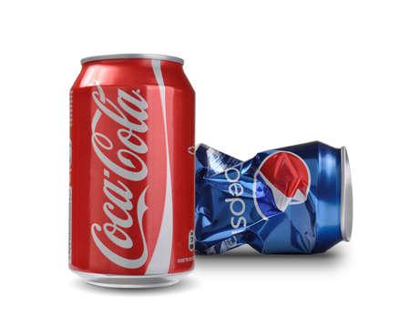 comp�titivit�: Sofia, Bulgarie - 28 ao�t 2014 Concept de la comp�titivit� sur Coca-Cola vs Pepsi