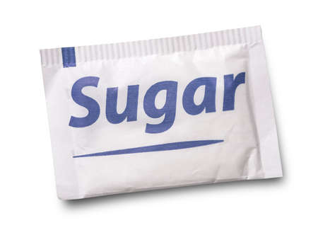 azucar: Pequeño paquete de azúcar aislado en blanco Foto de archivo
