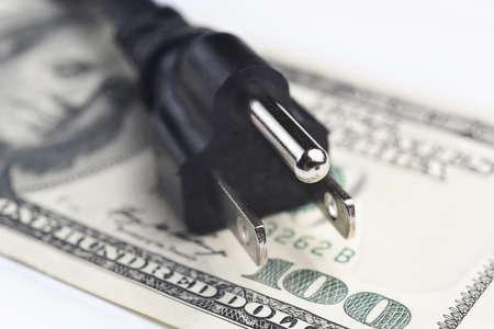 factura: cable de alimentación de más de US billetes de dólar