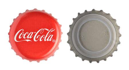 cola canette: LOS ANGELES, �tats-Unis - 11 novembre 2014: Coca-Cola classique bouchon sur fond blanc. Coca-cola est la vente de boissons gazeuses les plus du monde �ditoriale