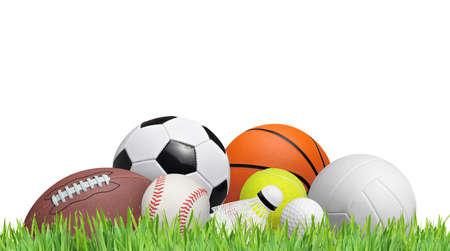 ballon foot: balles sur un champ d'herbe isolé sur fond blanc