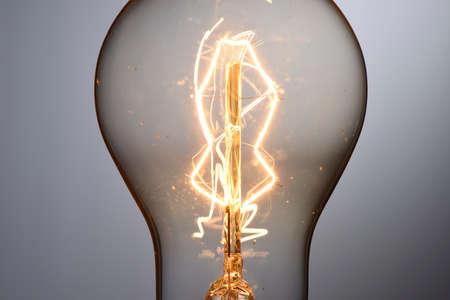 Close up vintage glowing light bulb Stockfoto