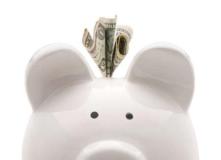 Het witte spaarvarken van de close-up en Amerikaanse dollars. Geïsoleerd op witte achtergrond Stockfoto - 69873872