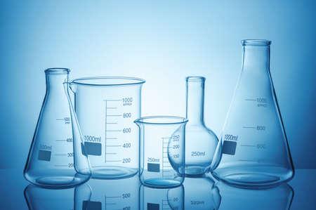 Laboratory glassware set with reflections on blue background Stockfoto
