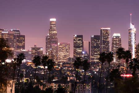 Skyline von Downtown Los Angeles bei Nacht Standard-Bild