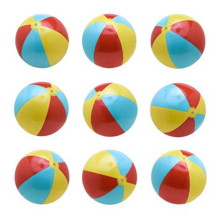 Juego de pelotas de playa aislado sobre fondo blanco. Foto de archivo