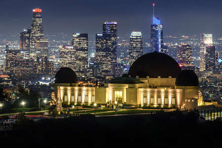 Griffith Observatory and Downtown Los Angeles skyline at night 報道画像
