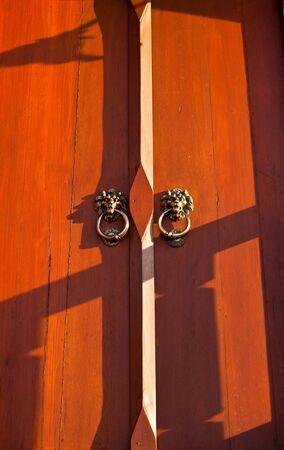 wood door photo
