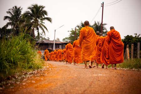bouddhisme: Route du clerg� Dans le bouddhisme Banque d'images