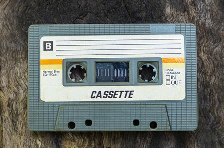 Cassette compacte vintage sur fond de table, Close up ensemble de vieilles cassettes audio, Retro Banque d'images