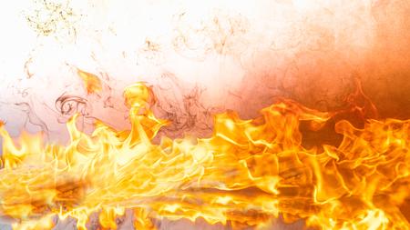 Feuerflammen auf schwarzem Hintergrund der abstrakten Kunst, brennende rote heiße Funken steigen auf, feurig orange leuchtende fliegende Partikel Standard-Bild