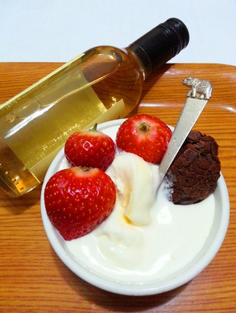 truffe blanche: Chocolate Truffle Ice Cream with a Bottle of White Wine