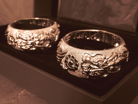 A Pair of Huge Fine Gold Marriage Bangles in Nostalgia Style 版權商用圖片