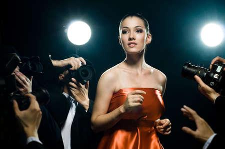 유명한: 사진 작가는 영화 배우의 사진을 복용하는
