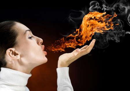 chica gorgeus enojado en la llama ardiente Foto de archivo - 5933709