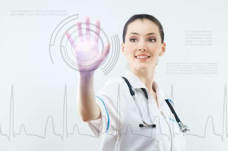 urgencias medicas: persona con �xito haciendo uso de tecnolog�as innovadoras  Foto de archivo