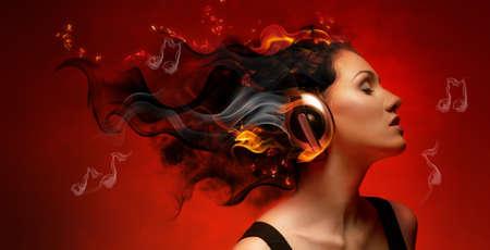 casque audio: fille avec des �couteurs dans le club Banque d'images