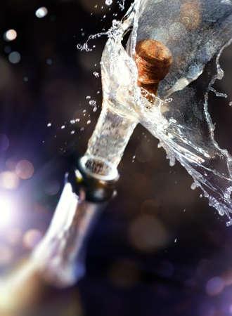 sektglas: Nahaufnahme von Champagnerkorken