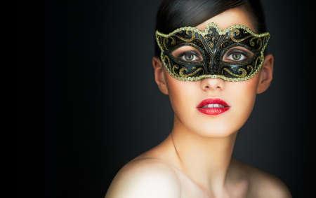 mascara de carnaval: linda chica en mascarada m�scara Foto de archivo