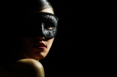 ragazza carina in masquerade mask photo