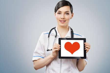 paramedic: una mujer con un Tablet PC Foto de archivo