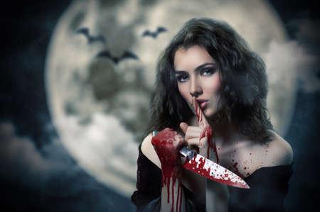 demonio: Bruja hermosa joven. Día de Halloween