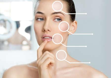 arrugas: belleza de la mujer en el fondo del cuarto de baño