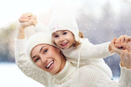 Dochter en moeder zijn gelukkig samen Stockfoto - 22446497
