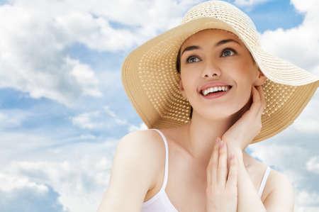 het meisje is gelukkig zomerzon Stockfoto
