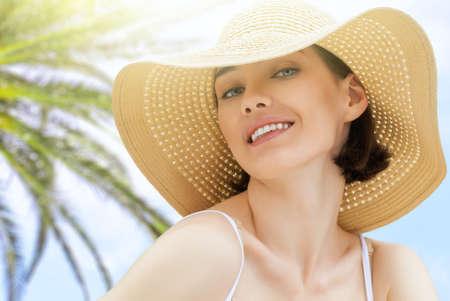 the girl is happy summer sun Stock Photo - 27862512
