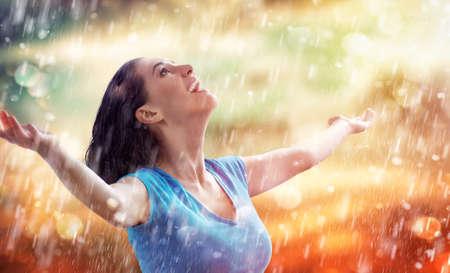 笑顔の女性の幸せな雨 写真素材
